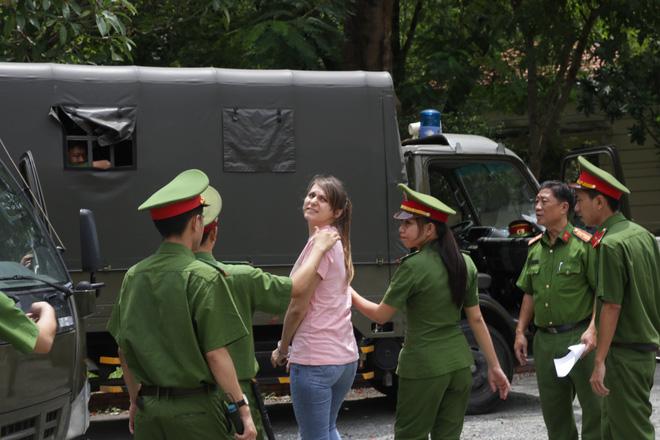 Cô gái Nga cầm đầu đường dây mại dâm cao cấp ở Sài Gòn lãnh 3 năm tù - Ảnh 1.