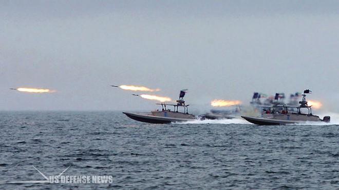Tên lửa Tomahawk Mỹ ồ ạt tấn công hủy diệt tàu ngầm Kilo Iran: Những kịch bản kinh hoàng! - Ảnh 2.