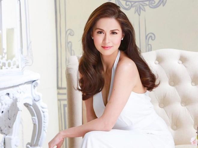 Mỹ nhân đẹp nhất Philippines: Tuổi thơ đổ vỡ, nếm trái đắng vì loạt bê bối rúng động mới tìm thấy cái kết triệu người mơ - Ảnh 1.