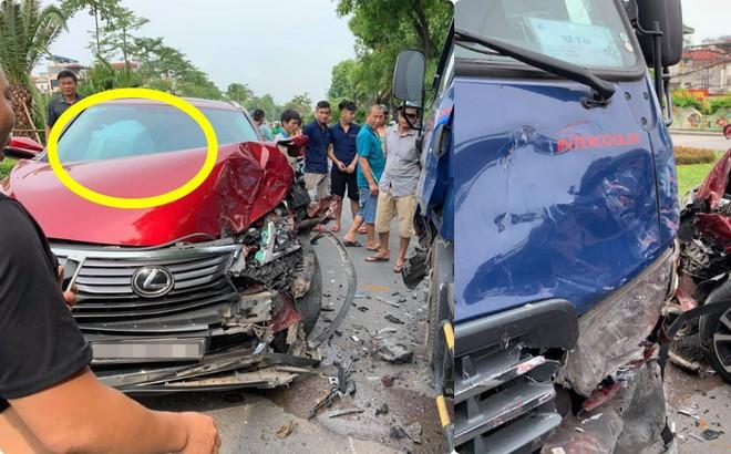Hiện trường vụ Lexus tiền tỷ nát đầu, bung túi khí khi đối đầu xe bồn ở Hà Nội