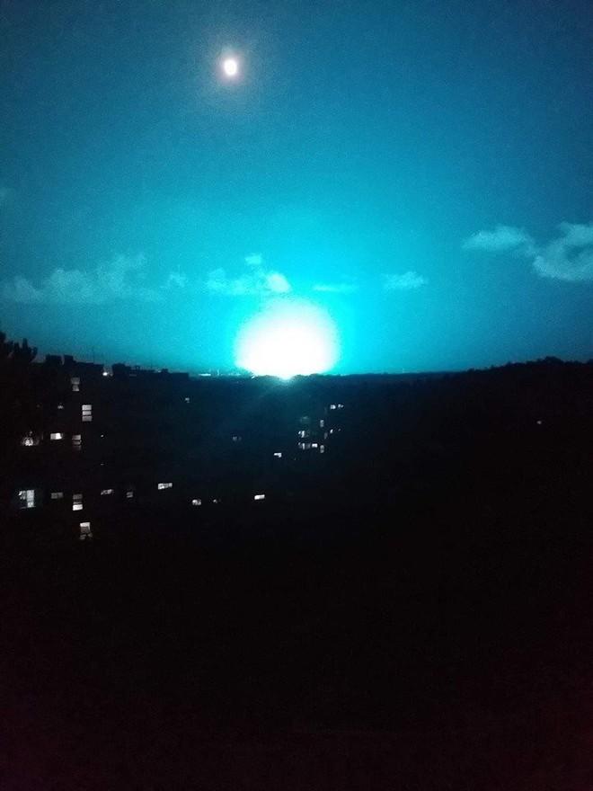 Máy bay Mỹ chơi trò đùa tử thần sát biên giới Syria - Tàu chiến Nga chất đầy tên lửa Kalibr tới Tartus - Ảnh 12.