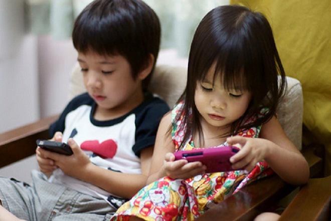 Bị bố mẹ cấm sử dụng điện thoại di động để cai nghiện, cậu bé 12 tuổi tìm cách phản kháng khiến ai cũng phải đứng tim - Ảnh 1.