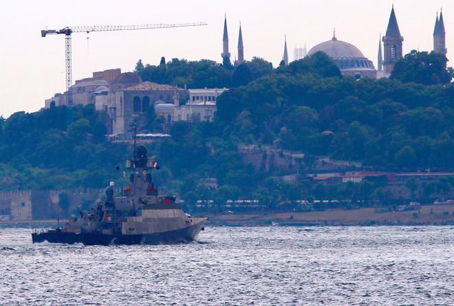 Máy bay Mỹ chơi trò đùa tử thần sát biên giới Syria - Tàu chiến Nga chất đầy tên lửa Kalibr tới Tartus - Ảnh 4.
