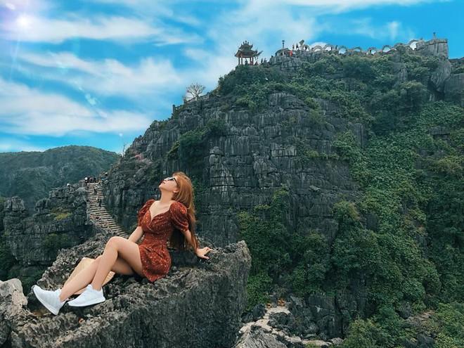 Bạn gái Quang Hải lại bị chê vì gu thời trang đi biển - ảnh 2
