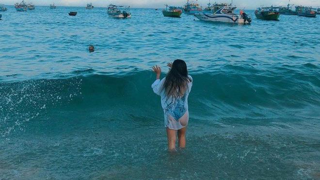 Bạn gái Quang Hải lại bị chê vì gu thời trang đi biển - ảnh 4