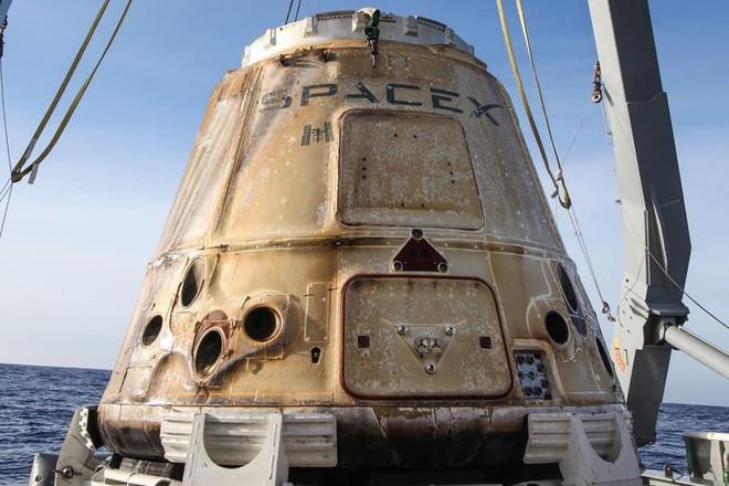 Thứ đã làm hỏng con tàu vũ trụ trị giá cả tỷ USD của tỷ phú Elon Musk: Một chiếc van hở - Ảnh 1.