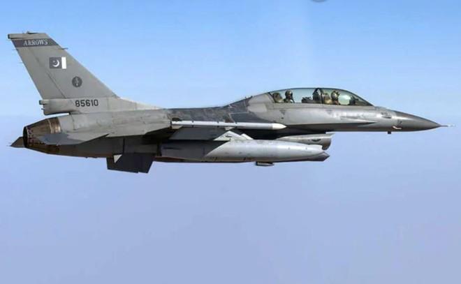 F-16 Pakistan tấn công, Su-30 Ấn Độ tháo chạy: Nỗi thất vọng ê chề với tên lửa Nga! - Ảnh 1.