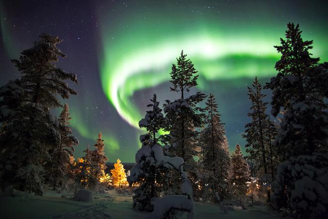 Cận cảnh cuộc sống kỳ lạ tại vùng đất Mặt trời mọc lúc nửa đêm: Lạnh giá quanh năm, nhưng chỉ dựa vào thiên nhiên cũng đủ sống - Ảnh 2.