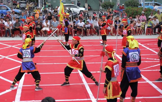 Dân gian xưa thường chơi cờ người, tổ tôm, đấu vật... mỗi kỳ lễ hội, vậy quỷ thuật là gì? - Ảnh 5.