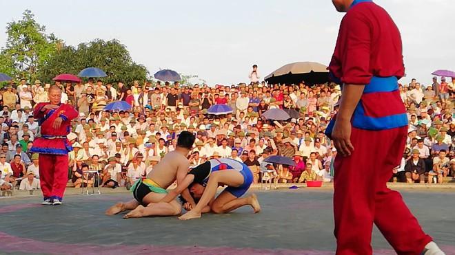 Dân gian xưa thường chơi cờ người, tổ tôm, đấu vật... mỗi kỳ lễ hội, vậy quỷ thuật là gì? - Ảnh 7.