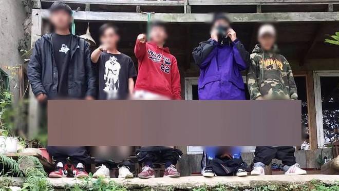 """Nhóm thanh niên chụp ảnh check-in Đà Lạt theo phong cách phản cảm, dân tình """"ném đá"""" đủ xây biệt thự - ảnh 1"""