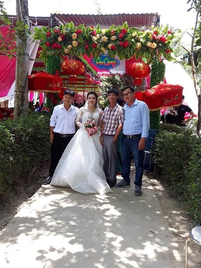 Bố mẹ của cô dâu trong đ.ám cưới kh.ông chú rể ở Quảng Trị: Ai đến chung vui cũng lén lau n.ước m.ắ.t, thương con 1 thì thương rể đến 10 - Ảnh 3.