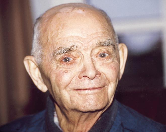 Cụ ông đã sống lại cuộc đời mới tới 92 tuổi nhờ 1 động tác Yoga: Cơ thể khỏe như 25 tuổi - Ảnh 2.