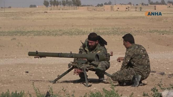 Máy bay tối tân của Mỹ áp sát Syria - Căn cứ Khmeimim đầu não Không quân Nga bị tấn công - Ảnh 13.