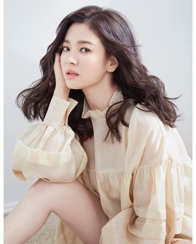 Phía sau sự im lặng của Song Hye Kyo: Cách cư xử văn minh hậu ly hôn hay kẻ thất thế vì bị Song Joong Ki nắm thóp? - Ảnh 2.