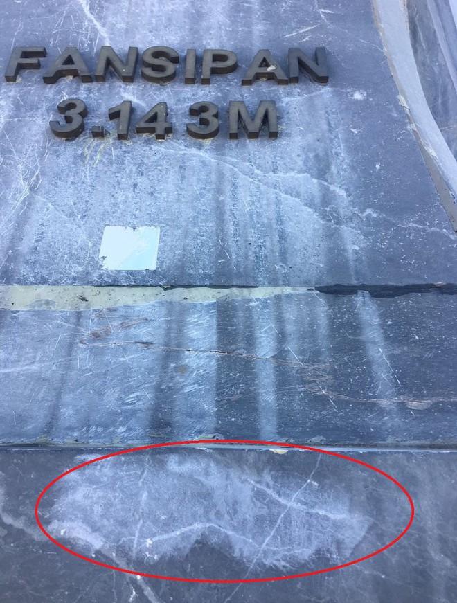 """Chi chít vết khắc tên và """"lời yêu thương"""" trên đỉnh Fansipan (Sapa), tại sao đi du lịch cứ phải để lại """"dấu vết""""? - ảnh 2"""