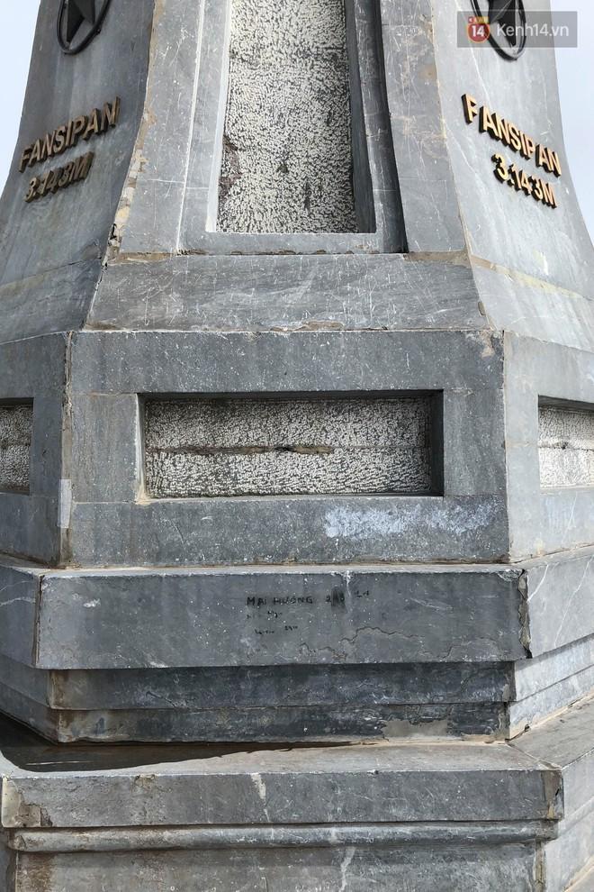 """Chi chít vết khắc tên và """"lời yêu thương"""" trên đỉnh Fansipan (Sapa), tại sao đi du lịch cứ phải để lại """"dấu vết""""? - ảnh 11"""
