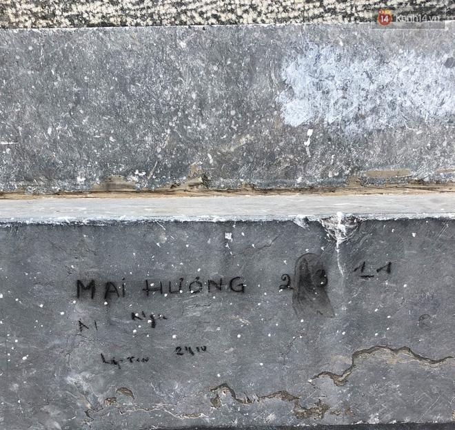 """Chi chít vết khắc tên và """"lời yêu thương"""" trên đỉnh Fansipan (Sapa), tại sao đi du lịch cứ phải để lại """"dấu vết""""? - ảnh 12"""