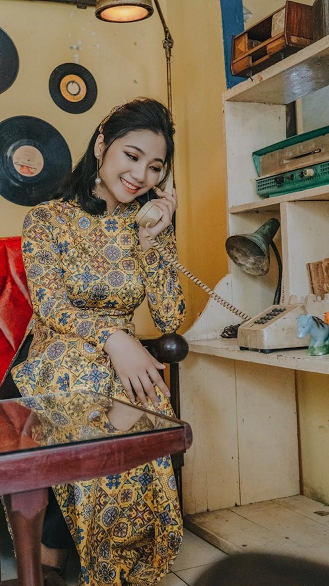 Ảnh: Nữ thiếu uý đặc công khoe vẻ đẹp đầy nữ tính trong bộ ảnh Cô ba Sài Gòn - Ảnh 5.