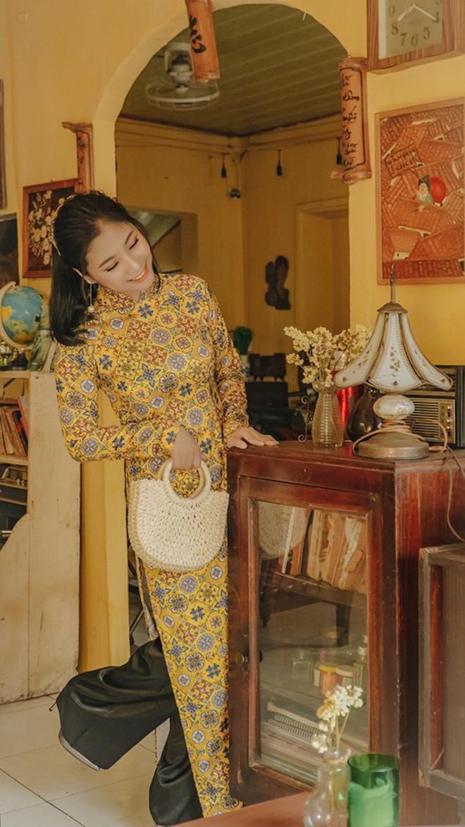 Ảnh: Nữ thiếu uý đặc công khoe vẻ đẹp đầy nữ tính trong bộ ảnh Cô ba Sài Gòn - Ảnh 7.
