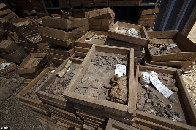 Làm đường, đào trúng thành phố ma đầy mộ cổ và vũ khí - Ảnh 10.