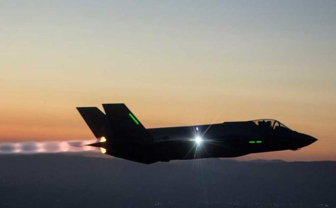 F-22, F-35 Mỹ bắn tan xác S-400 Nga: Kịch bản NATO mong đợi nhất