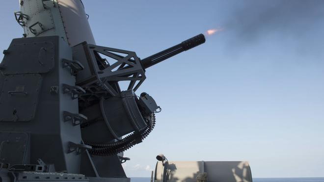 Hải quân Mỹ tung lực lượng truy đuổi trực thăng và tàu chiến Iran - Siêu tàu đổ bộ Boxer bị trêu ngươi - Ảnh 17.
