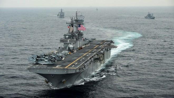 HQ Mỹ bắn rơi UAV Iran, Trung Đông nóng rực: Chiến tranh bùng phát bất cứ lúc nào! - Ảnh 1.