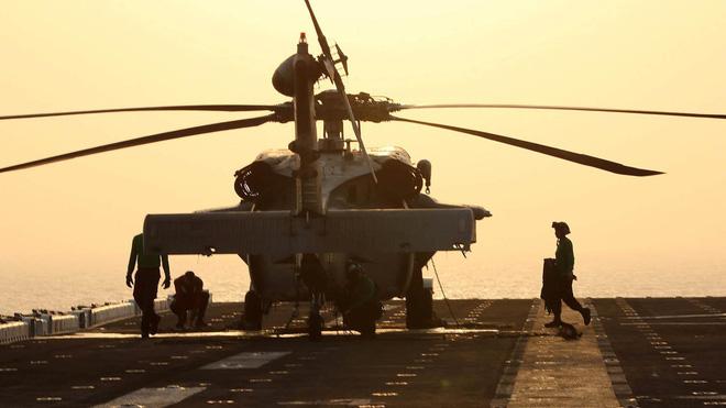 HQ Mỹ bắn rơi UAV Iran, Trung Đông nóng rực: Chiến tranh bùng phát bất cứ lúc nào! - Ảnh 2.