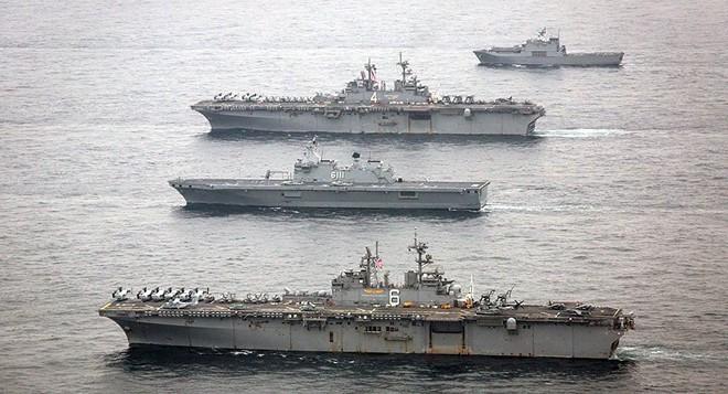 Hải quân Mỹ tung lực lượng truy đuổi trực thăng và tàu chiến Iran - Siêu tàu đổ bộ Boxer bị trêu ngươi - Ảnh 15.