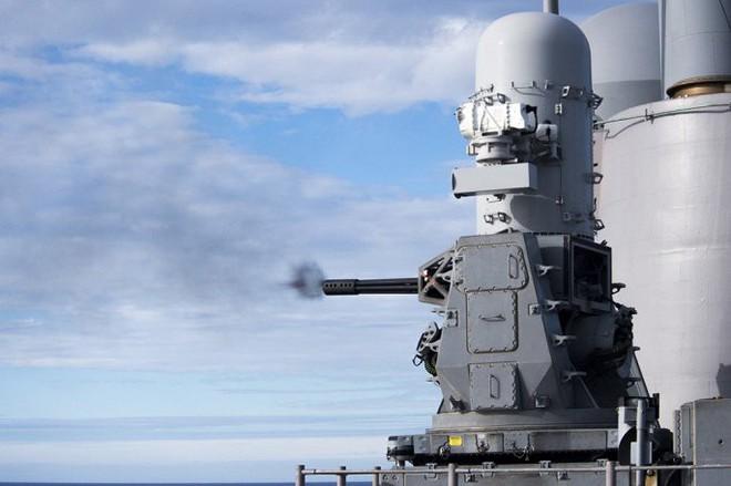 Uy lực cực mạnh của siêu tàu chiến Mỹ vừa bắn hạ máy bay UAS Iran - Ảnh 4.