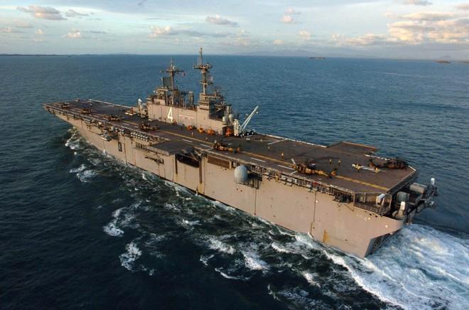 Uy lực cực mạnh của siêu tàu chiến Mỹ vừa bắn hạ máy bay UAS Iran - Ảnh 2.