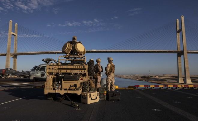 Hải quân Mỹ tung lực lượng truy đuổi trực thăng và tàu chiến Iran - Siêu tàu đổ bộ Boxer bị trêu ngươi - Ảnh 10.