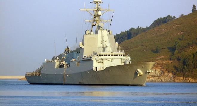 Hải quân Mỹ tung lực lượng truy đuổi trực thăng và tàu chiến Iran - Siêu tàu đổ bộ Boxer bị trêu ngươi - Ảnh 5.