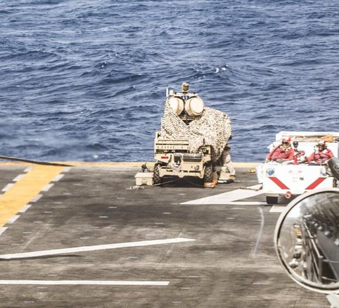 Ma trận phòng thủ trên tàu chiến Mỹ vừa bắn hạ UAS Iran: Một con ruồi cũng khó lọt qua! - Ảnh 3.