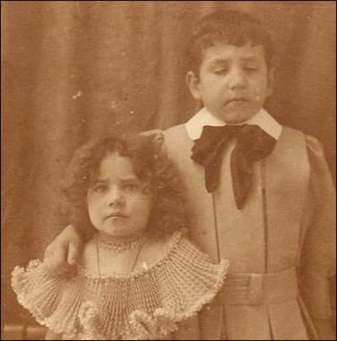 Chi tiết rùng rợn đằng sau bức ảnh gia đình và trào lưu chụp ảnh lạ lùng nhưng cực nổi tiếng ở Anh từ thời Nữ hoàng Victoria - Ảnh 15.