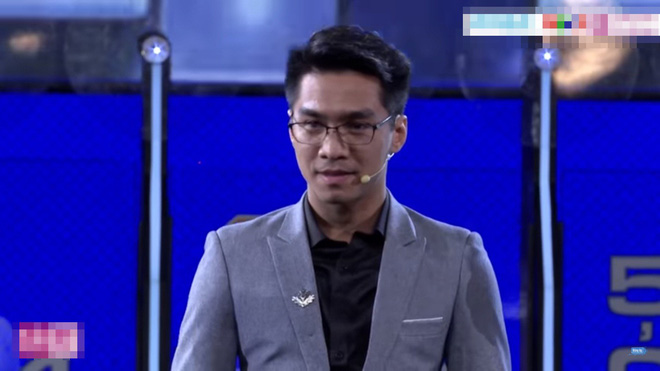 Pew Pew ôm chặt Trường Giang khi thắng hơn 349 triệu đồng tiền thưởng - Ảnh 1.