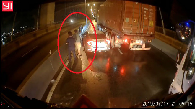 Tài xế container tung camera hành trình giúp đồng nghiệp gặp nạn và tâm sự gây tranh cãi - Ảnh 2.