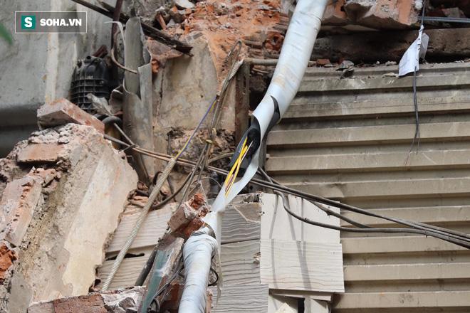 Hiện trường vụ sập nhà ở Hàng Bông - Ảnh 17.