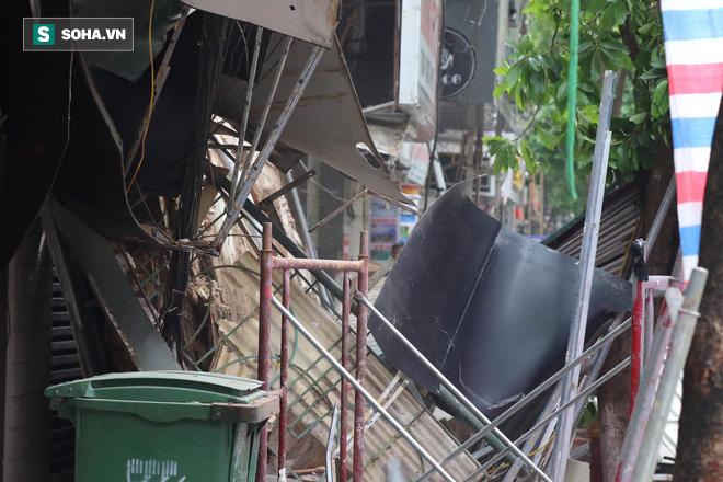 Hiện trường vụ sập nhà ở Hàng Bông - Ảnh 15.