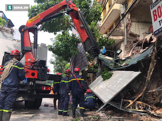 Hiện trường vụ sập nhà ở Hàng Bông - Ảnh 2.
