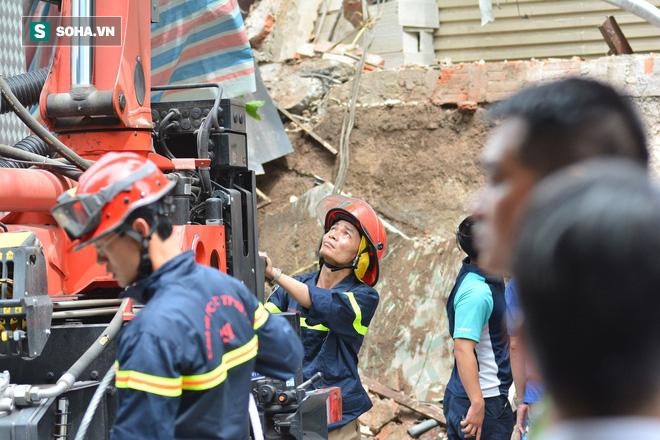 Hiện trường vụ sập nhà ở Hàng Bông - Ảnh 13.