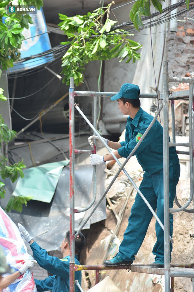 Hiện trường vụ sập nhà ở Hàng Bông - Ảnh 14.