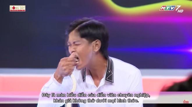 Chàng trai trình diễn rùng rợn, nuốt dao lam, rắn sống được Trấn Thành, Việt Hương tặng 10 triệu - Ảnh 7.