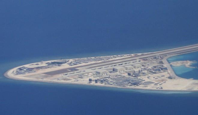 Hùng hục xây cất và quân sự hóa biển Đông, Trung Quốc đang trả giá đau đớn như thế nào? - Ảnh 1.