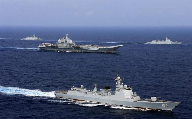 """""""Hùng hục"""" xây cất và quân sự hóa biển Đông, Trung Quốc đang trả giá đau đớn như thế nào?"""