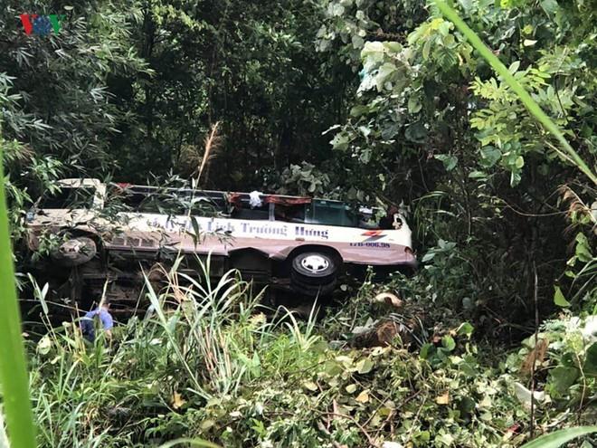 Xe khách lao xuống vực sâu 30m ở Quảng Ninh, 2 người tử vong - Ảnh 3.