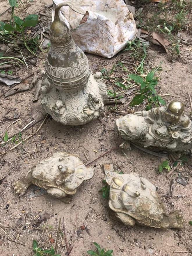Phát hiện nhiều tượng kim loại nghi cổ vật gần kho báu núi Tàu - Ảnh 1.