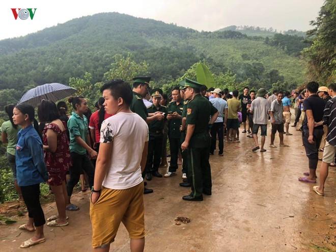 Xe khách lao xuống vực sâu 30m ở Quảng Ninh, 2 người tử vong - Ảnh 4.
