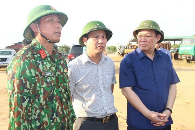 Cháy rừng liên tục ở Hà Tĩnh, thiếu thiết bị chữa cháy nói gì đến trực thăng - Ảnh 5.